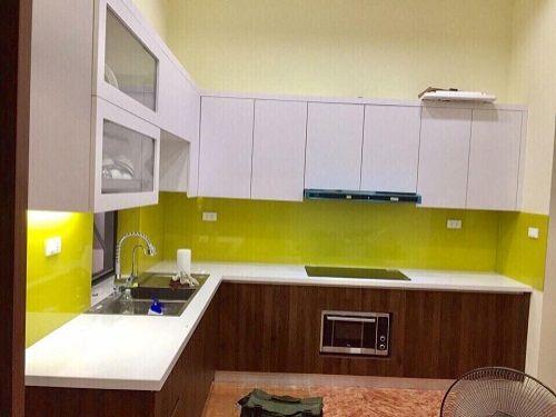 Kính ốp tường bếp giá rẻ màu vàng