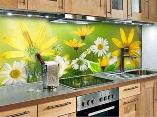Kính ốp tường bếp hoa văn cây lá